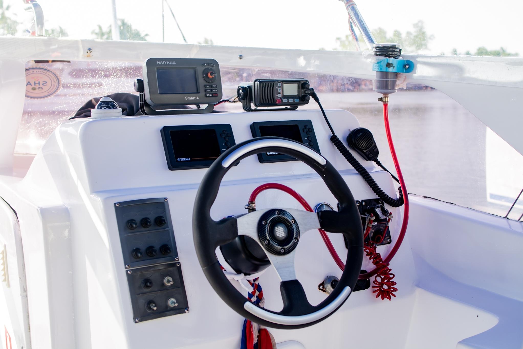 Lucus 6 Captain Seat