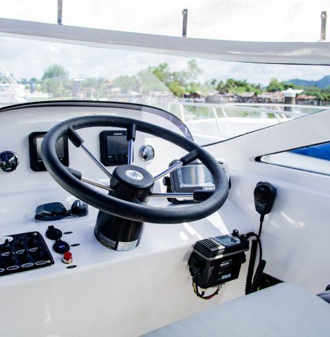 Lucus-10-Captain-Seat